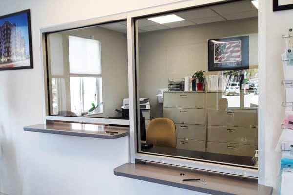 Countertop glass partitions